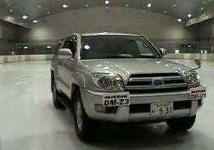 Видео от Bridgestone (Шины). Разные шины на противоположных сторонах автомобиля - эффект