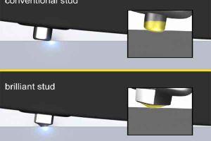 Видео от Gislaved (Шины). Сравнение работы двух шипов: обычного и бриллиантового