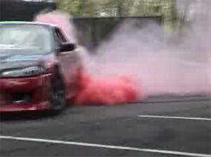 Видео от Kumho (Шины). Красный дым из под колес