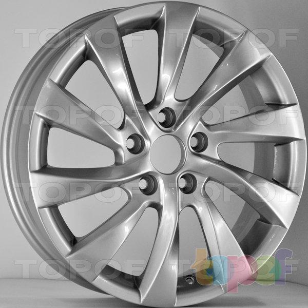 Колесные диски RS 752 rMA. Цвет: серебряный