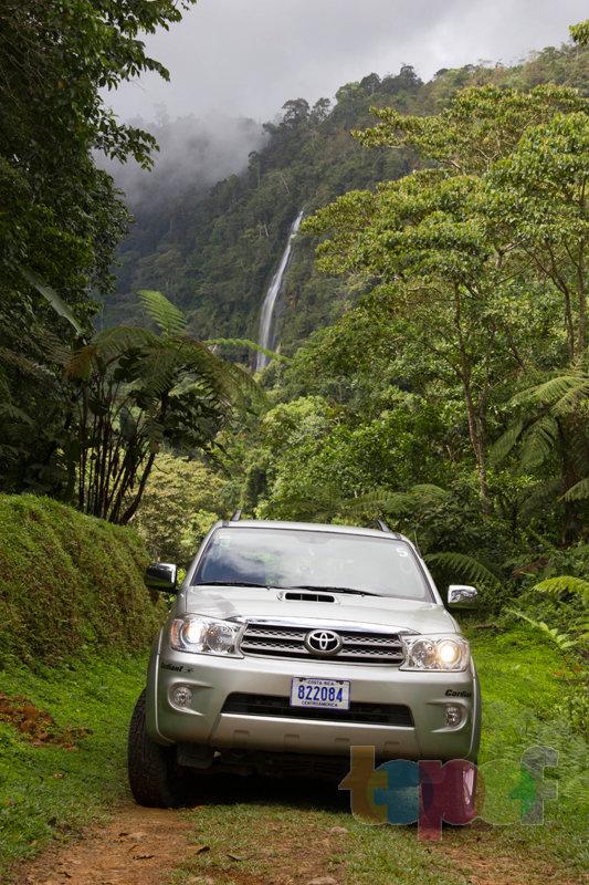 Тест драйв шин Кордиант All Terrain в Коста-Рике. На фоне водопада