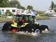 Шины Mitas позволили трактору Claas прогуляться по воде