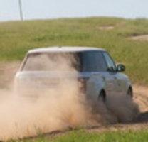 Bridgestone провела тест-драйв летних шин на трассах международной школы внедоро