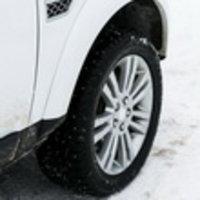 Bridgestone и школа Land Rover Experience провели тест-драйв зимних шин