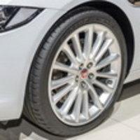Для нового седана Jaguar XE выбраны шины Dunlop