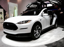 Pirelli поддержала разработку электрического кроссовера Tesla