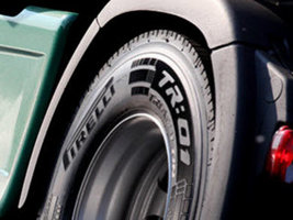 Pirelli представила новые шины Triathlon R:01 на выставке в Эссене