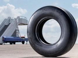 Самолет Bombardier CS100 с шинами Michelin совершил первый полёт