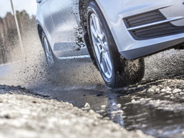 ACE и ARBÖ: всесезонные шины не подходят для сухих дорог