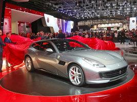 Компания Pirelli приняла участие в Парижском автосалоне