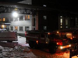 При пожаре в общежитии барнаульского шинного завода погиб человек